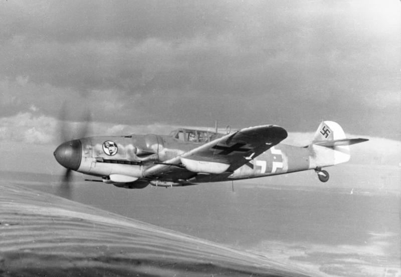 Bundesarchiv_Bild_101I-662-6659-37,_Flugzeug_Messerschmitt_Me_109.jpg
