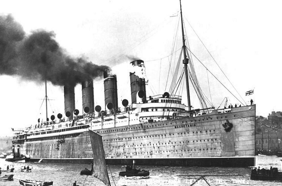 Mauretania,1907_on_Tyne.jpg